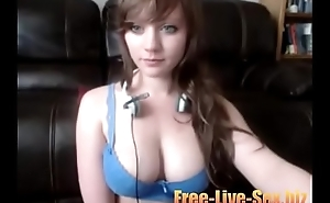 Hot camgirl playing with the brush tits